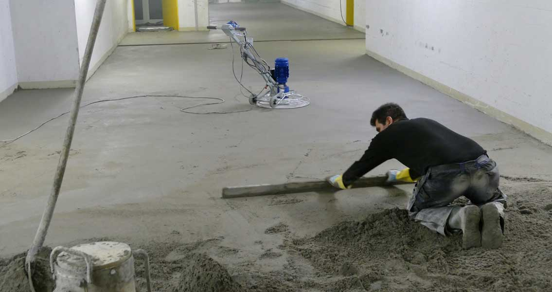 Screed-laying in a supply tunnel of the Virchow Hospital Campus of Charité Berlin