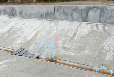 Sealing of cracks and preservation of concrete sewage structures