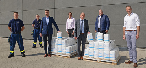 Handover of the 100 five-litre containers of disinfectant from MC-Bauchemie's in-house production to the Mayor of Bot-trop, Bernd Tischler, at the company's Am Kruppwald site. From left to right: Samuel Ata, Lukas Abermann (both THW Bottrop), Nicolaus Müller (Managing Director, MC-Bauchemie), John van Diemen (Head of Research & Devel-opment, MC-Bauchemie), Bernd Tischler (Mayor of Bottrop), Michael Schilf (Plant Manager, MC-Bauchemie) and Björn Kracht (Business Development Manager, MC-Bauchemie).